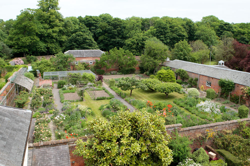 Walled garden sennicotts house gardens for Kitchen garden design